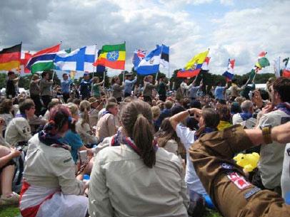 Lähes 200 maan liput saapuvat Jamboreen avajaisiin. Kuva: Satu Kokko